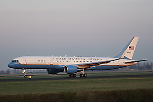 C- 32 (Boeing 757)