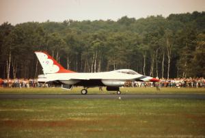 F- 16 Fighting Falcon