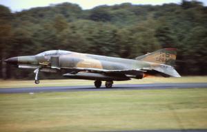 F-  4 Phantom